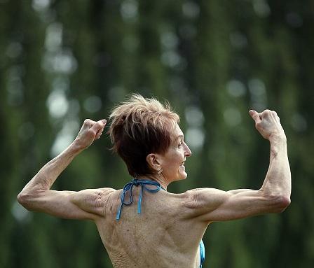 Cụ bà 73 tuổi chăm tập thể hình để chống lão hóa - 2