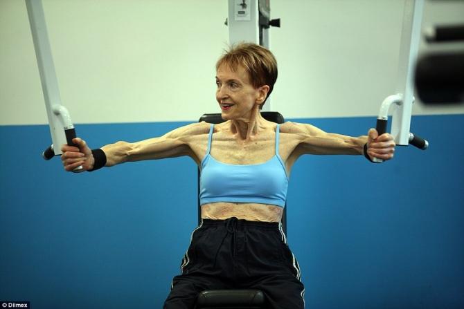 Cụ bà 73 tuổi chăm tập thể hình để chống lão hóa - 5