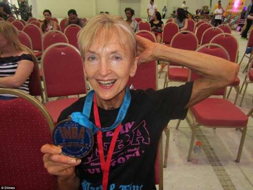 Cụ bà 73 tuổi chăm tập thể hình để chống lão hóa - 4
