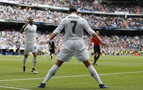 Ronaldo 6 mùa liền ghi 30 bàn: Người khổng lồ bền bỉ - 1