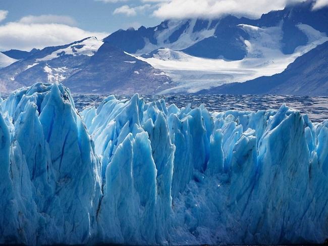 Cảm thấy kì diệu khi nhìn thấy những tảng băng xanh Upsala Glacier ở thung lũng sông băng thuộc công viên quốc gia Los Glaciares ở Patagonia, Argentina.
