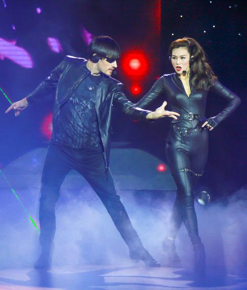 """Jennifer Phạm nóng bỏng dẫn đầu """"Bước nhảy hoàn vũ"""" - 4"""