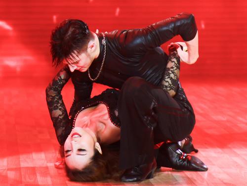 """Jennifer Phạm nóng bỏng dẫn đầu """"Bước nhảy hoàn vũ"""" - 3"""
