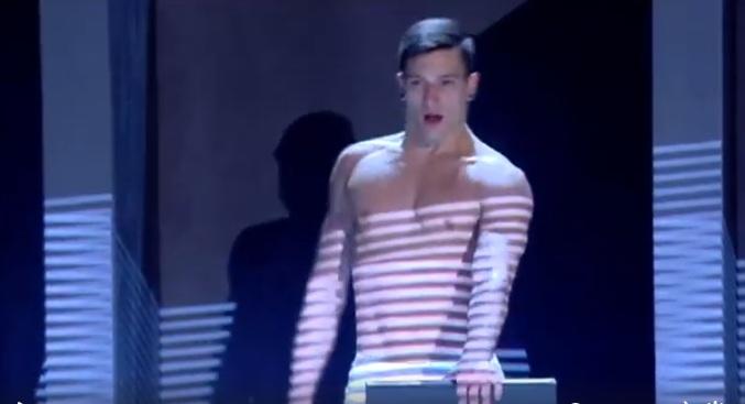 Màn trình diễn nóng bỏng của các nam vũ công Italia - 4