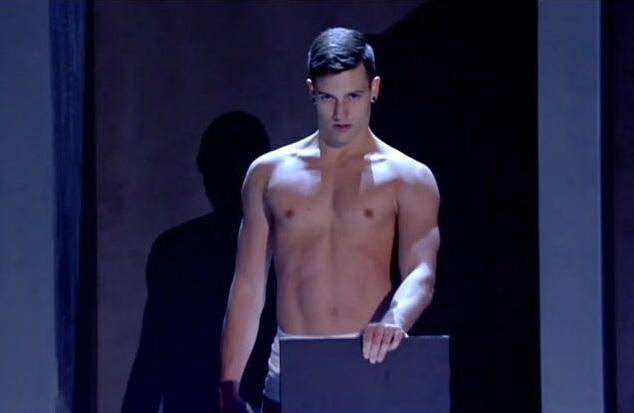 Màn trình diễn nóng bỏng của các nam vũ công Italia - 5