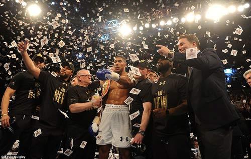 16 trận, knock-out cả 16: Làng boxing chao đảo - 6