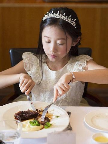 TQ: Cho con học phong cách quý tộc 1 ngày tốn 13 triệu - 3
