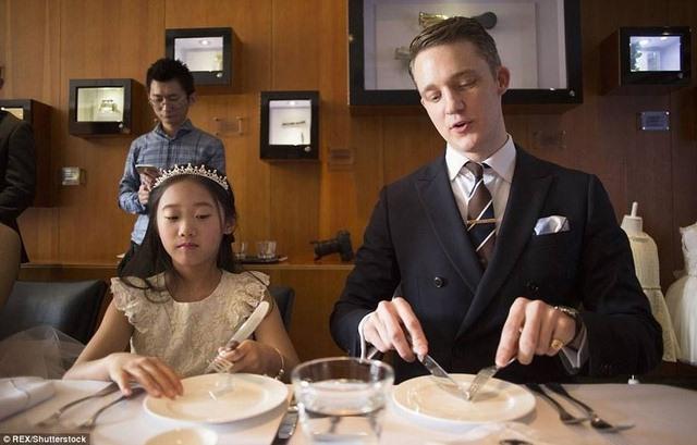 TQ: Cho con học phong cách quý tộc 1 ngày tốn 13 triệu - 4