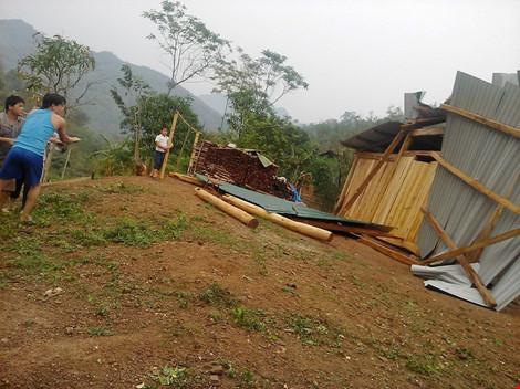 Mưa đá ở Nghệ An: Nhiều nhà tốc mái, 5 người bị thương - 3