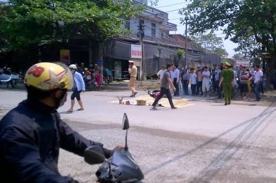 Hai me con bi xe tai dam chet o Thanh Hoa - 1