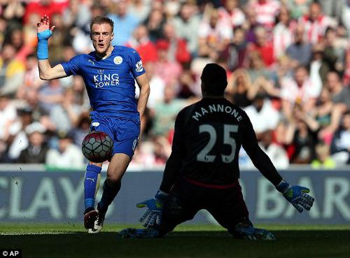 Leicester lần đầu dự Champions League, Ranieri rơi lệ - 1