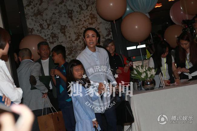 Đại tiệc xa hoa mừng 100 ngày con gái Chương Tử Di - 9