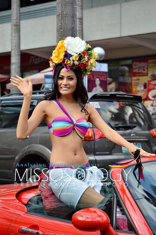 """Đàn em"" tân Hoa hậu Hoàn vũ diễu bikini trên phố - 5"