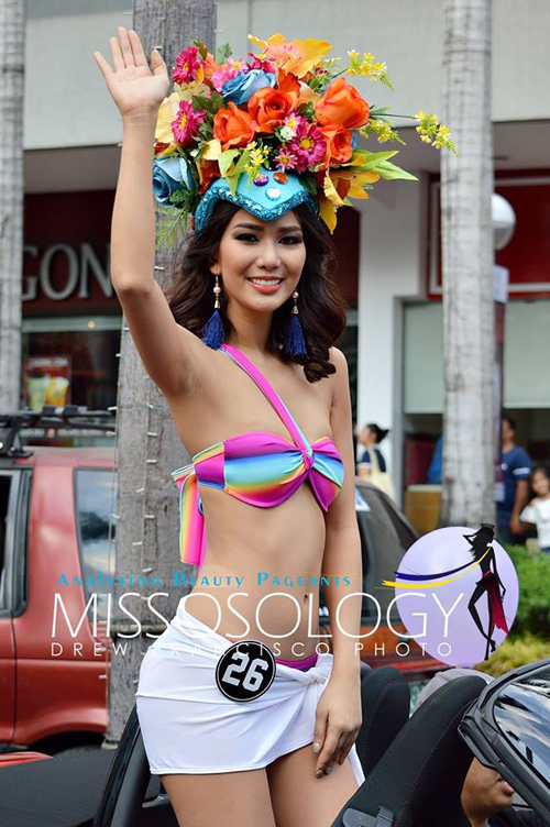 """Đàn em"" tân Hoa hậu Hoàn vũ diễu bikini trên phố - 8"
