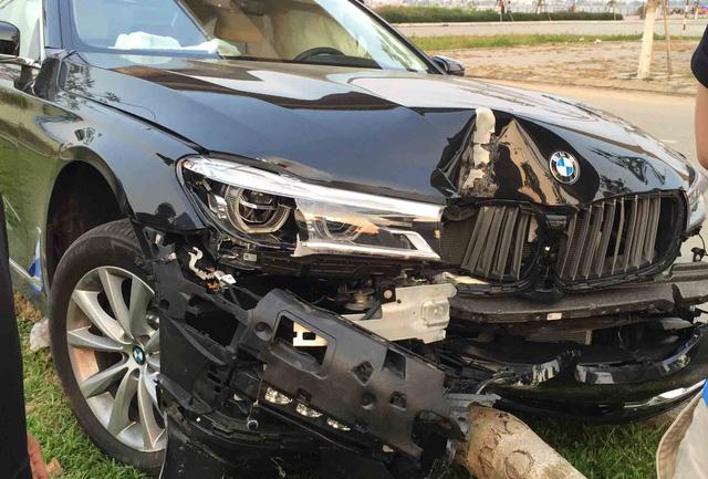 Khách lái thử làm xe sang BMW tan nát vì đâm gãy cây xanh - 1