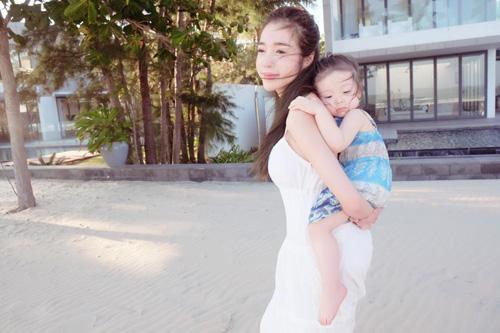 """Elly Trần: """"Không có mẹ bỉm sữa nào vô dụng"""" - 3"""