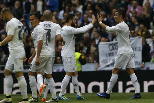 """Tiêu điểm Liga vòng 32: Madrid """"bung lụa"""", Barca nguy to - 2"""