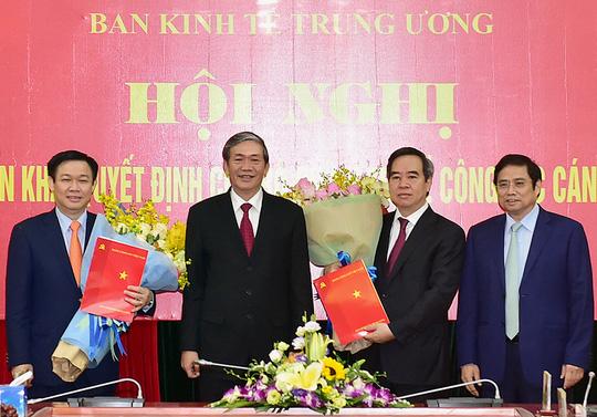 Nguyên Thống đốc Nguyễn Văn Bình làm Trưởng Ban Kinh tế - 1