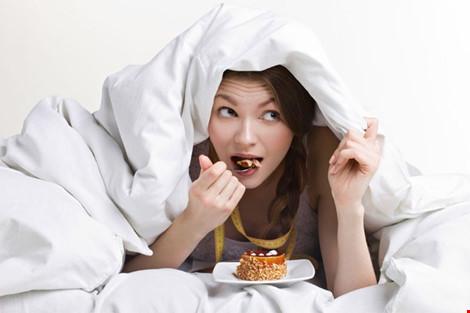 Ăn quá no trước khi ngủ có hại như thế nào? - 1