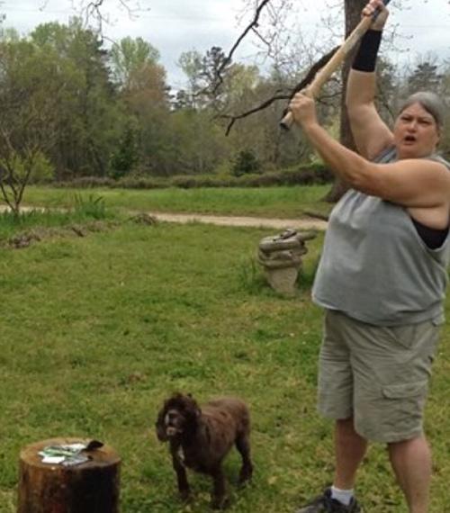 Mẹ dùng súng bắn nát iPhone 5c để dạy con - 7
