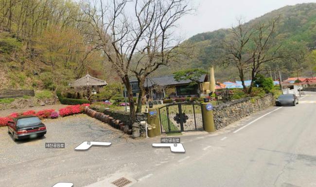 Du khách đổ xô đến nhà của bố mẹ Song Joong Ki chụp ảnh - 5