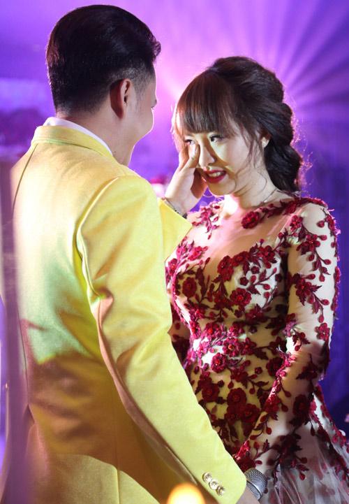 """Sao nam Việt """"mạnh mấy cũng yếu"""" trong ngày cưới vợ - 4"""