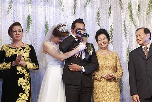 """Sao nam Việt """"mạnh mấy cũng yếu"""" trong ngày cưới vợ - 5"""