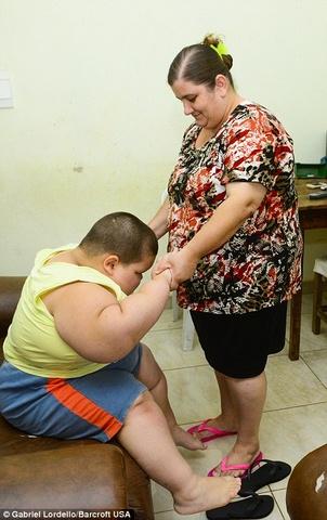 Brazil: Cậu bé 5 tuổi nặng 76kg - 5