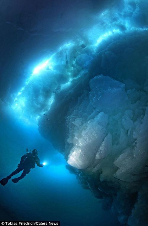 Sốc với phần chìm khổng lồ của tảng băng trôi - 8