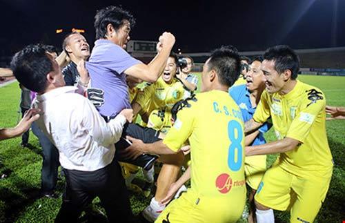 HLV Phan Thanh Hùng: 'Trẻ hóa thì phải trả giá' - 1