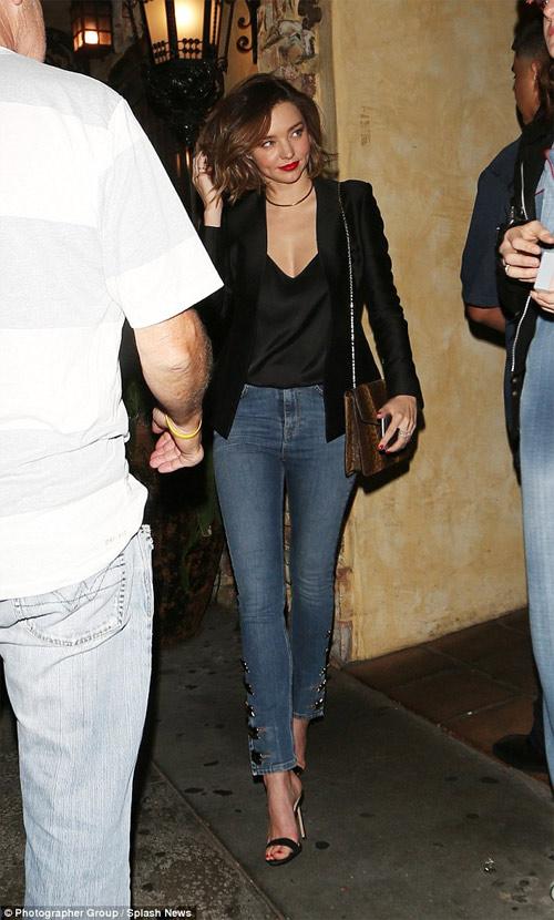 """Miranda Kerr mặc hở hơn sau khi """"xuống tóc"""" - 2"""