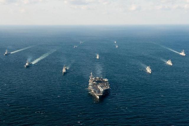 Biển Đông căng thẳng, tàu chiến Nhật rầm rộ đến Indonesia - 1
