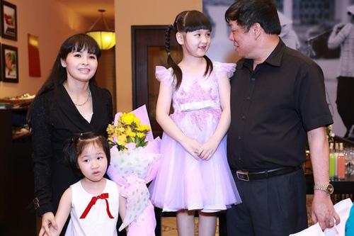 Ca sĩ Trang Nhung nuôi con mỗi tháng tốn hàng trăm triệu - 1