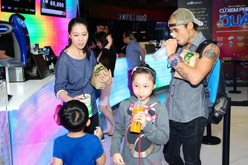 Phạm Anh Khoa lần đầu đưa vợ con đi sự kiện - 3