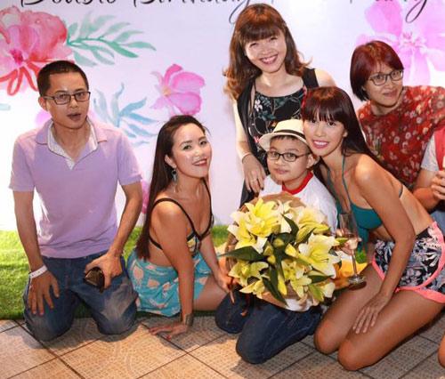 Chị em Hà Anh mặc bikini gợi cảm dự tiệc bên bể bơi - 8