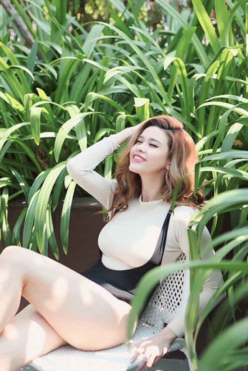 Trương Quỳnh Anh chịu nắng 3 giờ để chụp ảnh áo tắm - 4