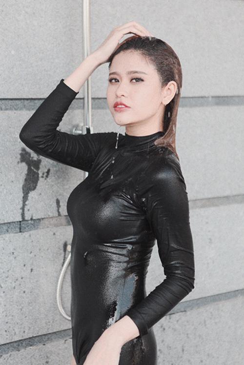 Trương Quỳnh Anh chịu nắng 3 giờ để chụp ảnh áo tắm - 11