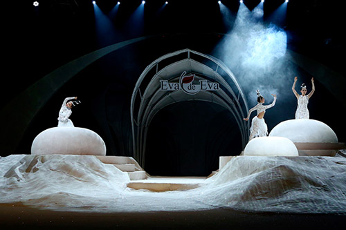 Điểm cộng và điểm trừ trong show 'The Dream of Santorini' - 3