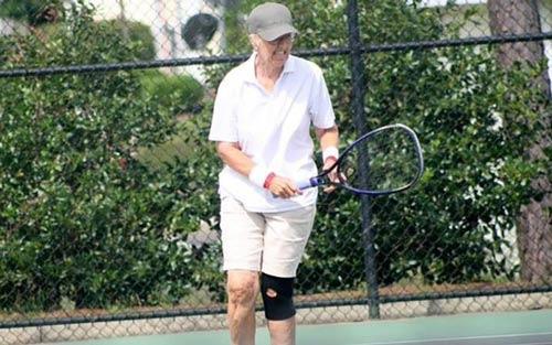 Tennis: Cụ bà 69 tuổi đả bại tay vợt chuyên nghiệp - 1