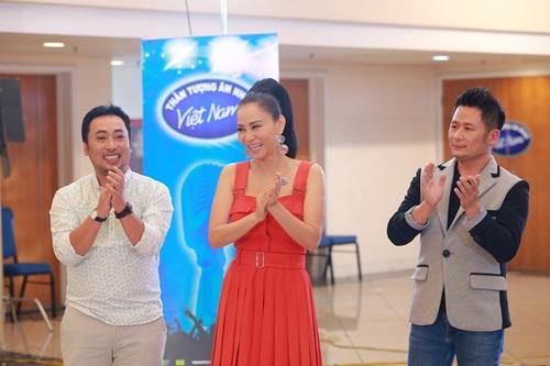 """Lộ diên """"bộ ba quyền lực"""" Vietnam Idol ngày đầu tiên - 1"""