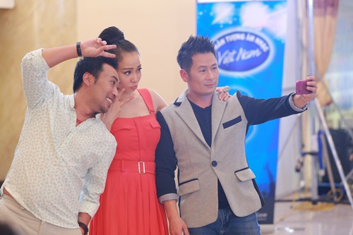 """Lộ diên """"bộ ba quyền lực"""" Vietnam Idol ngày đầu tiên - 5"""