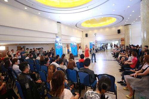 """Lộ diên """"bộ ba quyền lực"""" Vietnam Idol ngày đầu tiên - 3"""