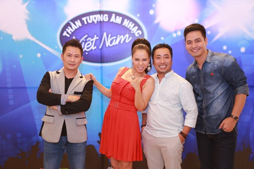 """Lộ diên """"bộ ba quyền lực"""" Vietnam Idol ngày đầu tiên - 9"""