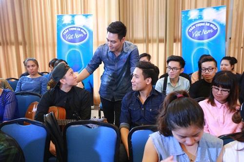 """Lộ diên """"bộ ba quyền lực"""" Vietnam Idol ngày đầu tiên - 10"""