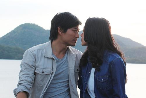 """Minh Hằng """"cướp"""" nụ hôn màn ảnh của Quý Bình - 2"""