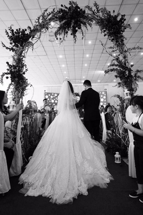 Thúy Diễm xinh như công chúa trong ngày làm cô dâu - 8