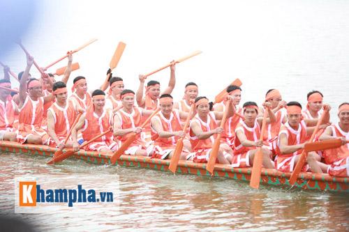 Vạn người xem Hội thi bơi chải dịp giỗ Tổ Hùng Vương - 1