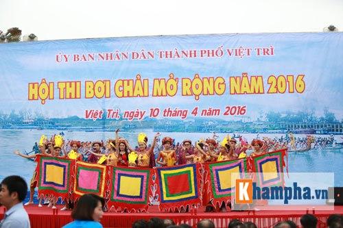 Vạn người xem Hội thi bơi chải dịp giỗ Tổ Hùng Vương - 3