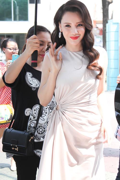 Hồ Quỳnh Hương hoá quý cô gợi cảm tại X-Factor - 1