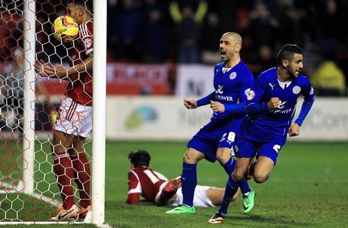 """Sắp vô địch, Leicester bất ngờ bị tố dùng """"tiền bẩn"""" - 1"""